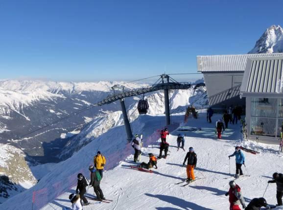 Risultato immagini per immagini di montagne di neve e piste da sci